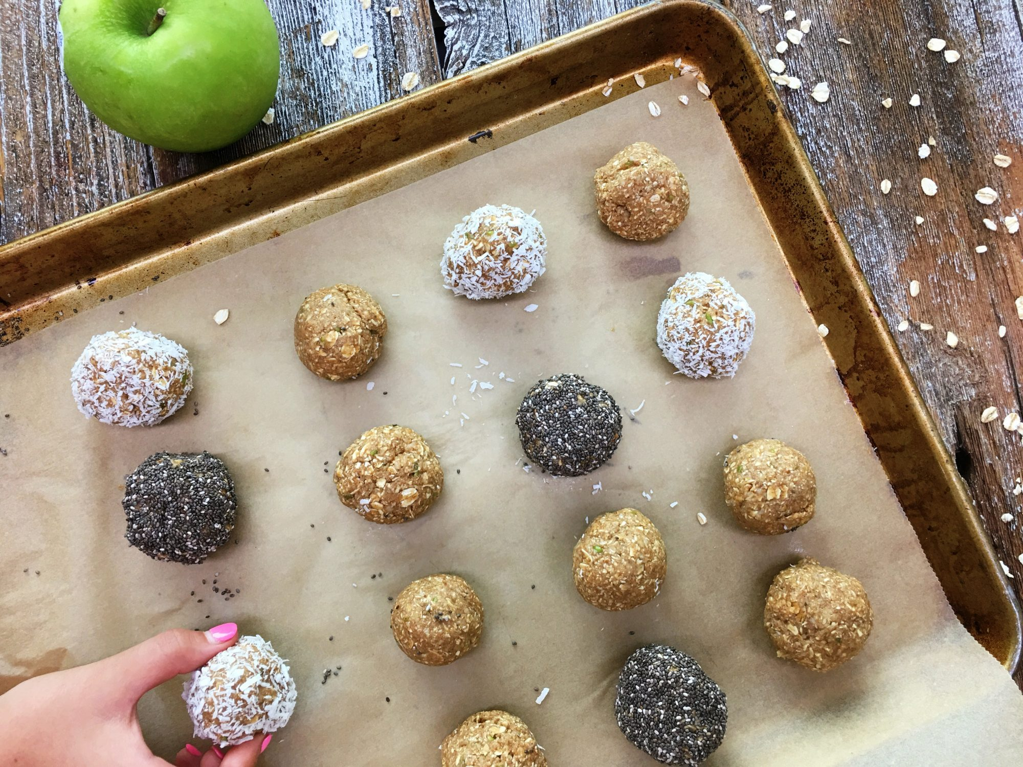 Apple-Oat Energy Balls