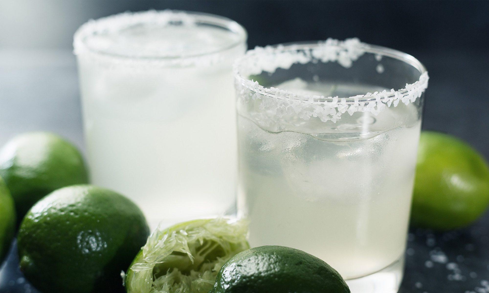 EC: Applebee's Employee Reveals Their $1 Margaritas Are Mostly Water