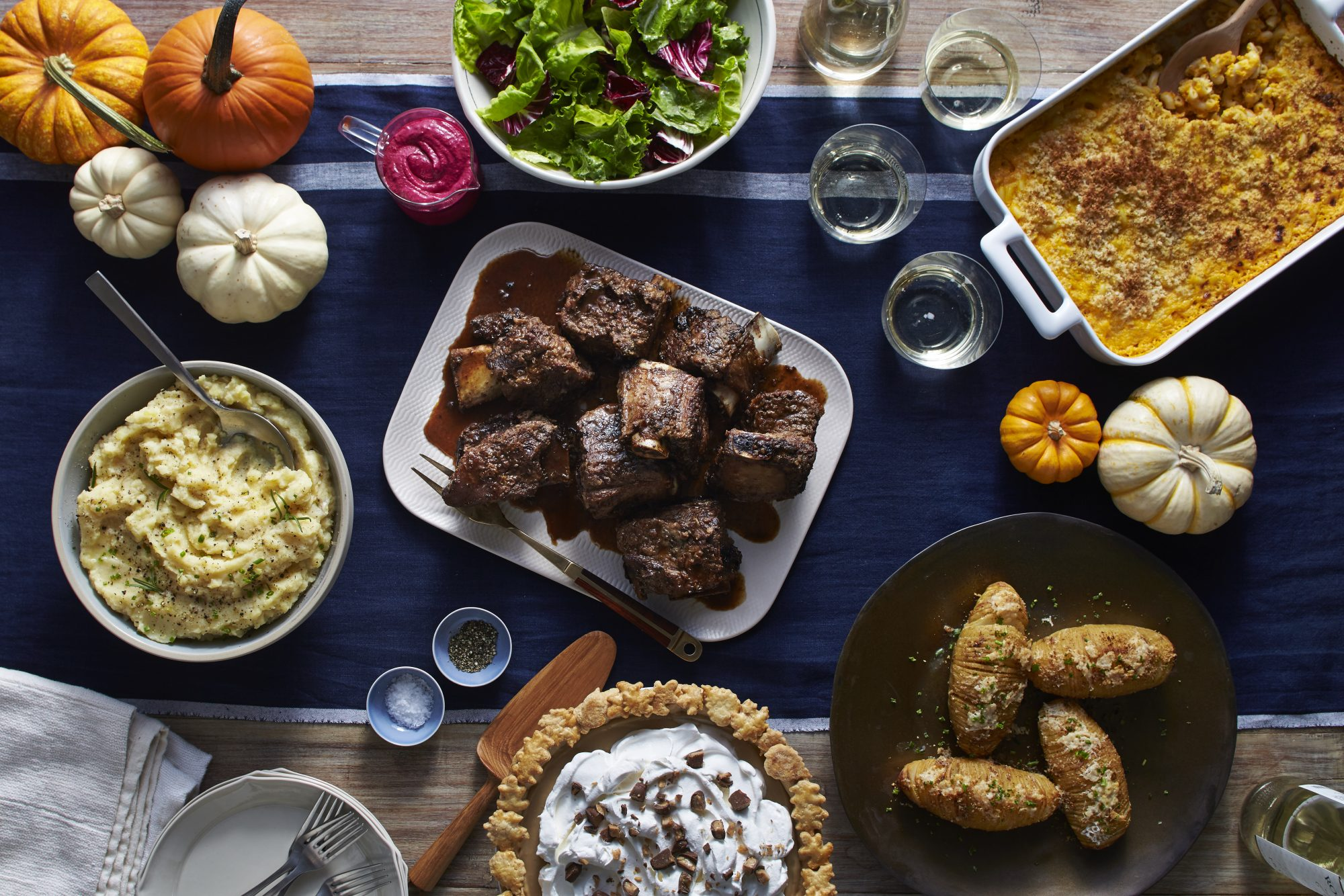 mr-friendsgiving-table-image