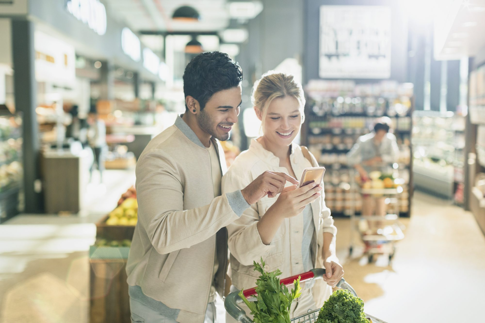 getty-young-couple-grocery-shopping-image