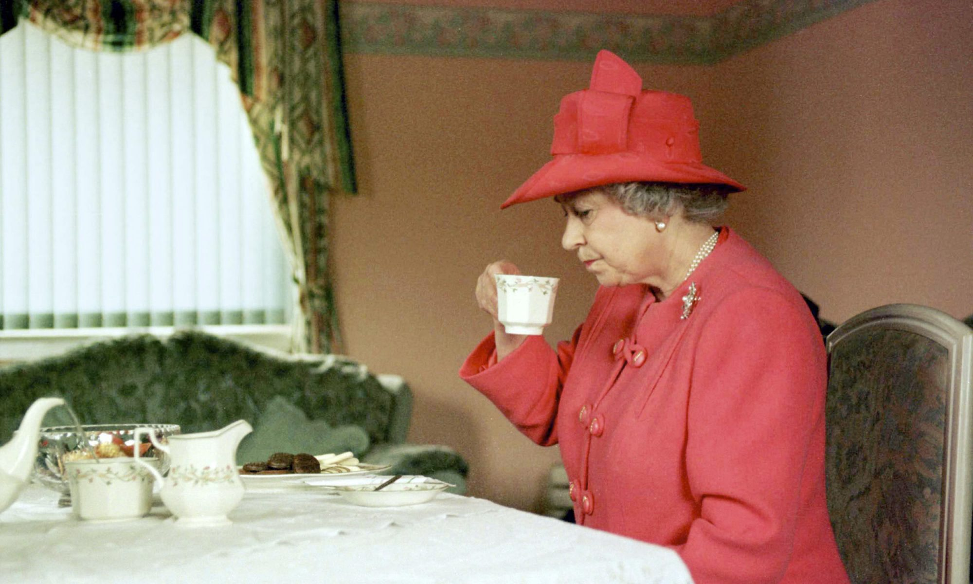 EC: The Queen of England Eats Breakfast Before Breakfast