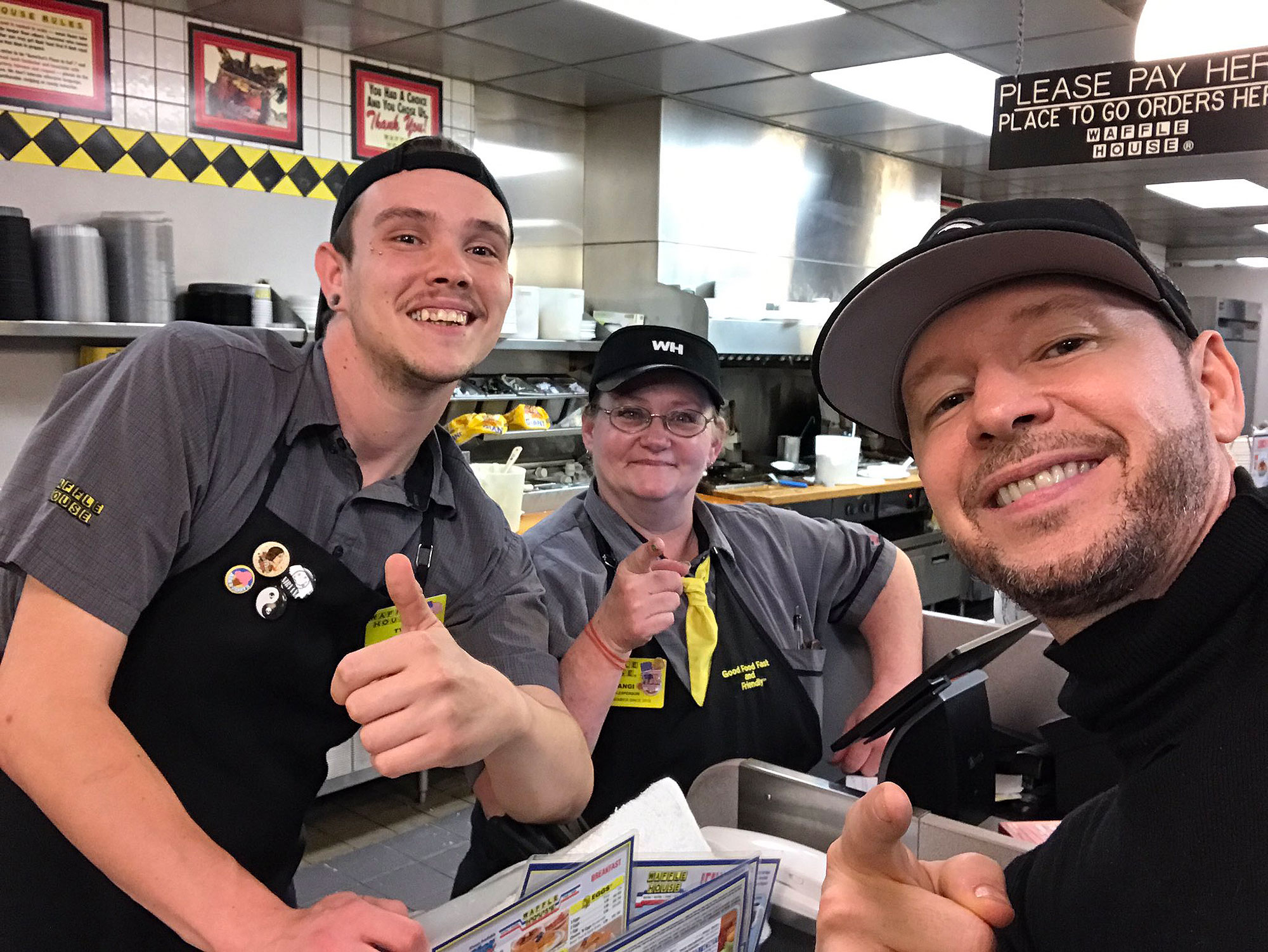 EC: Donnie Wahlberg Leaves a $500 Tip for the Overnight Staff at Waffle House