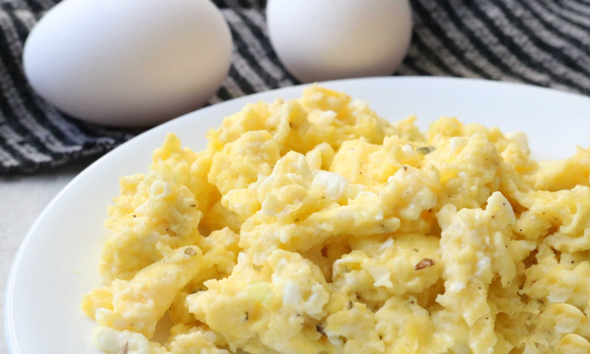 make the creamiest scrambled eggs ever with this trick recipe rh myrecipes com scrambled eggs with cottage cheese calories scrambled eggs with cottage cheese in microwave