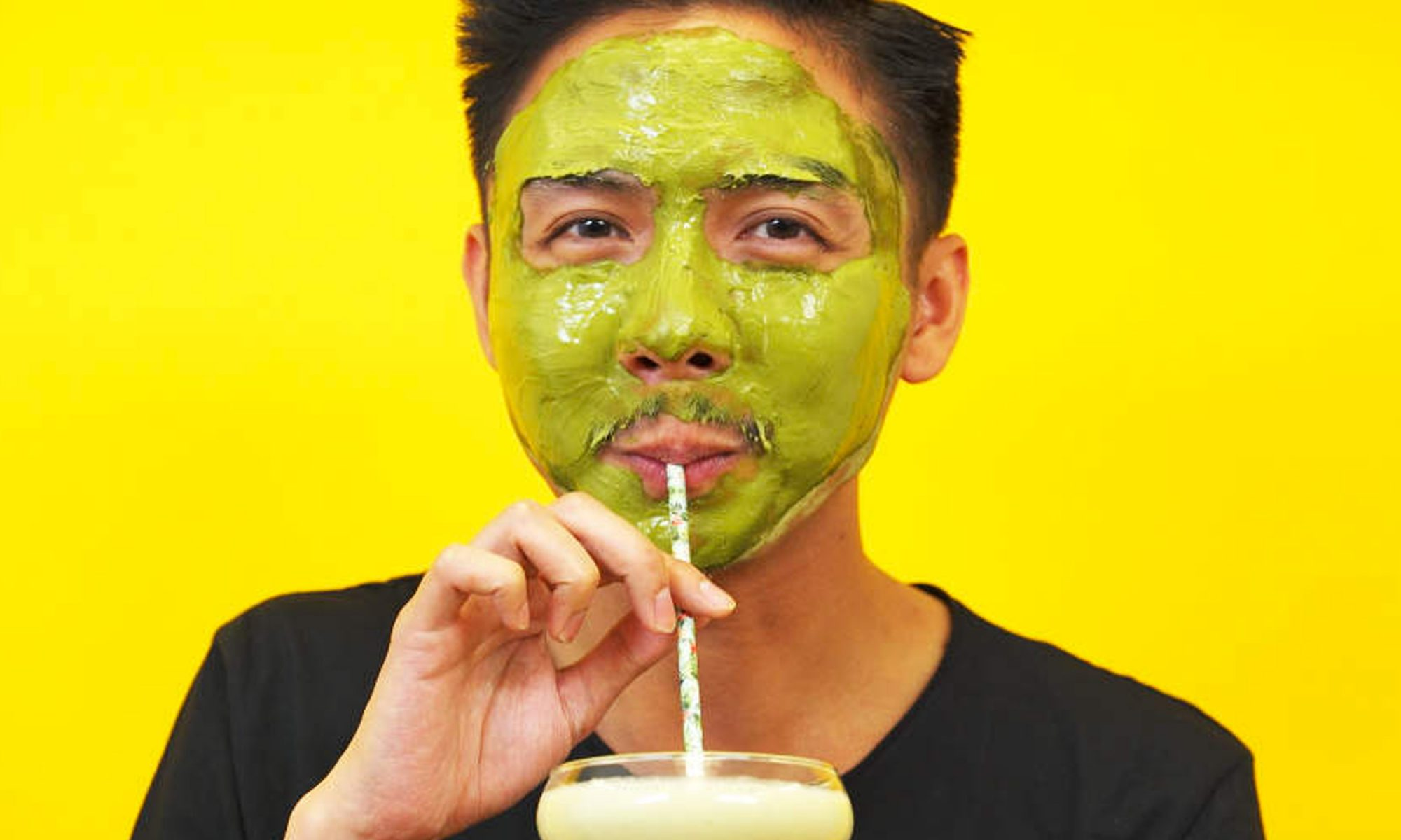 EC: How to Make a Matcha Smoothie That's Also a Firming Face Mask