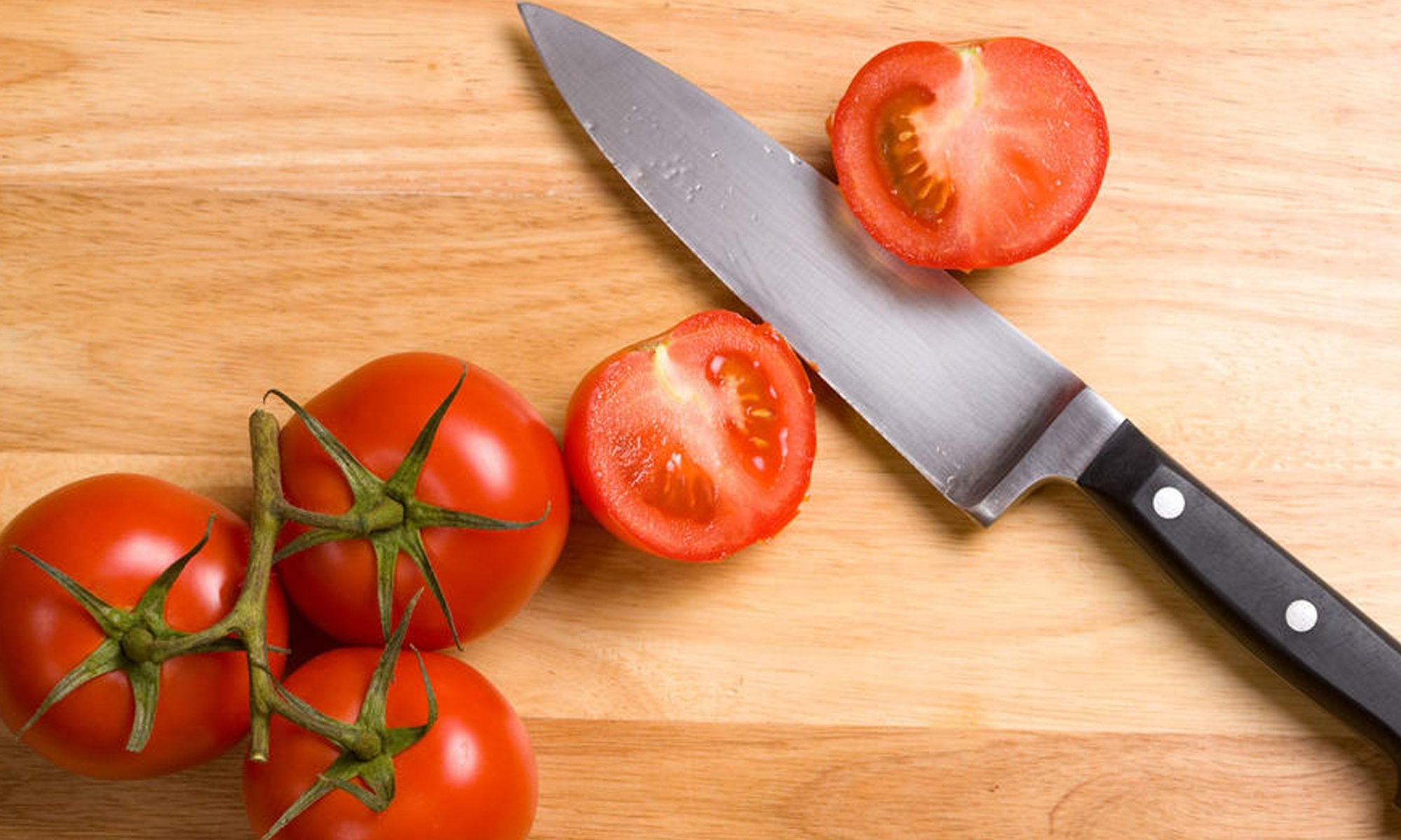 EC: This Tomato-Slicing Test Will Tell You How Dull Your Knife Is