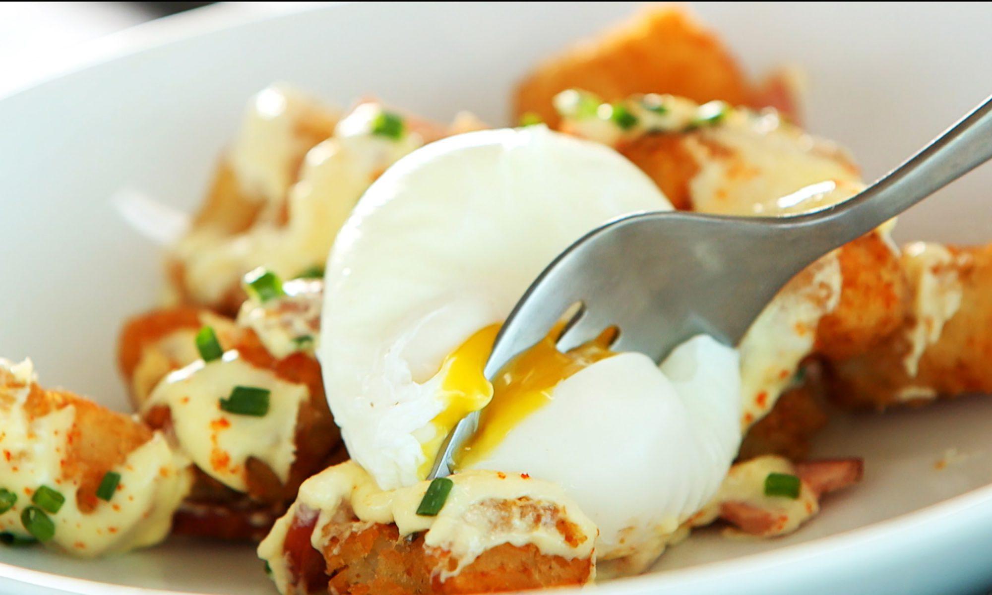 Eggs Benedict Totchos