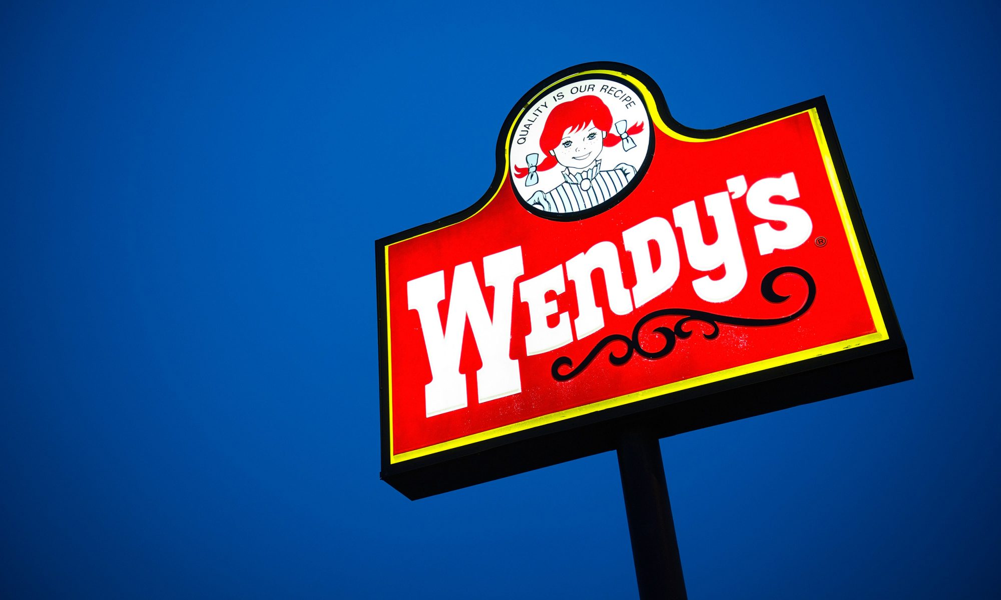 EC: A Wendy's in Texas Is in an Amazing Sign War with the Tea Shop Next Door