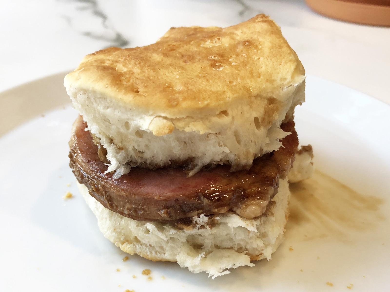 beereye gravy biscuit