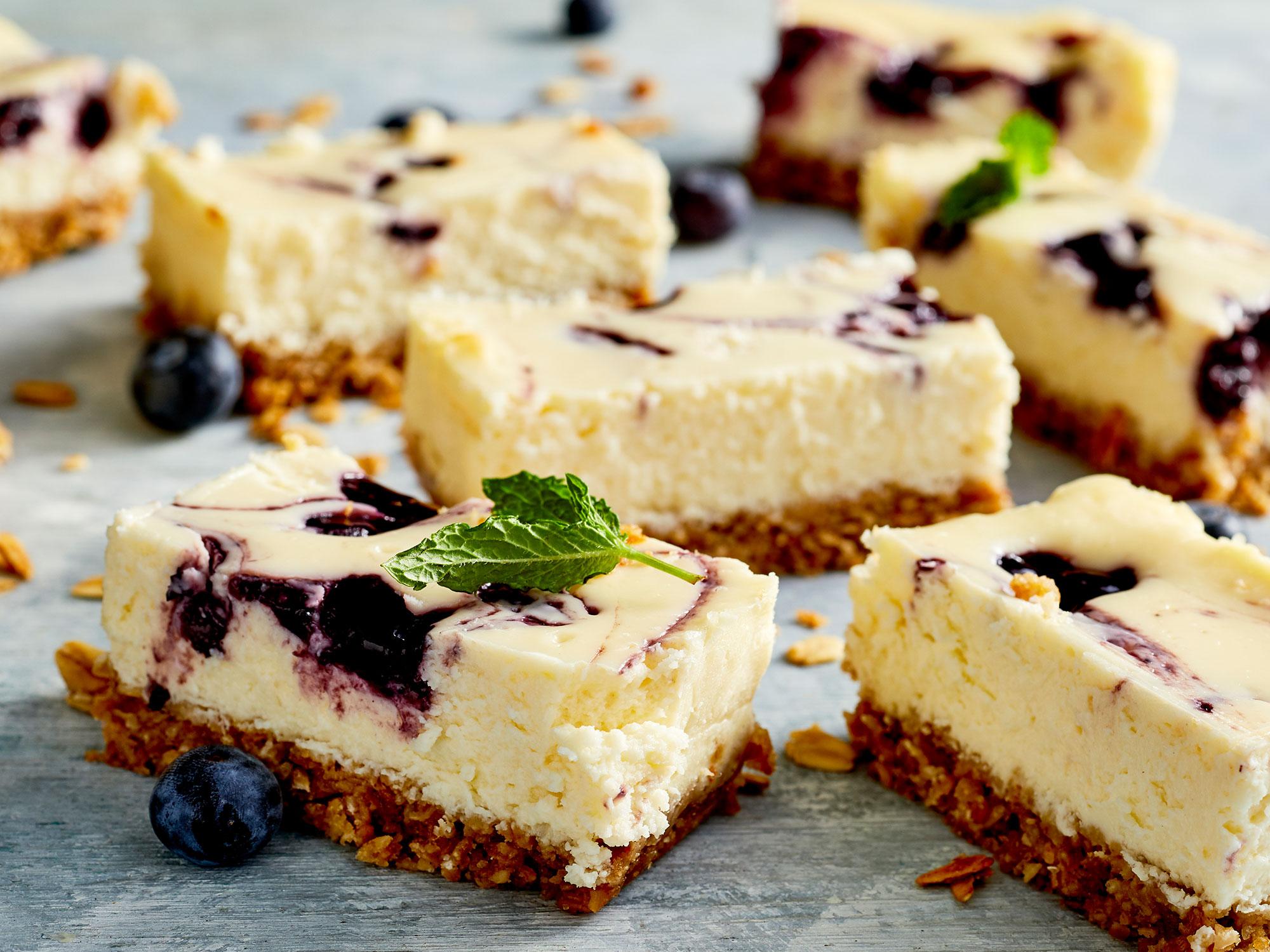 Video: Greek Yogurt Blueberry Cheesecake Bars