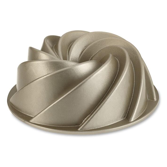 <p>Nordic Ware Heritage Bundt Pan</p>