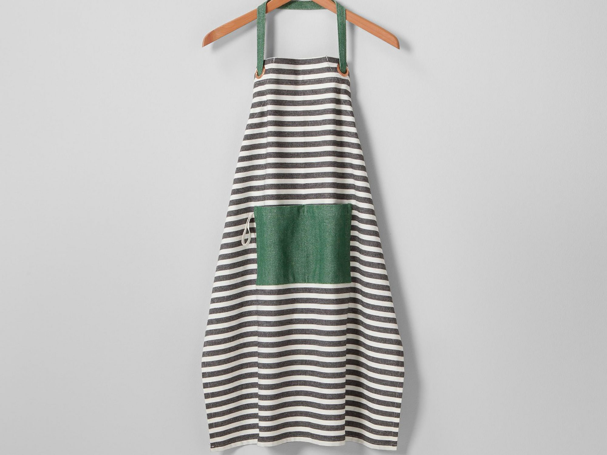 5 of Our Favorite Kitchen Buys From Joanna and Chip's Target Collection 1804w-Joanna-Apron
