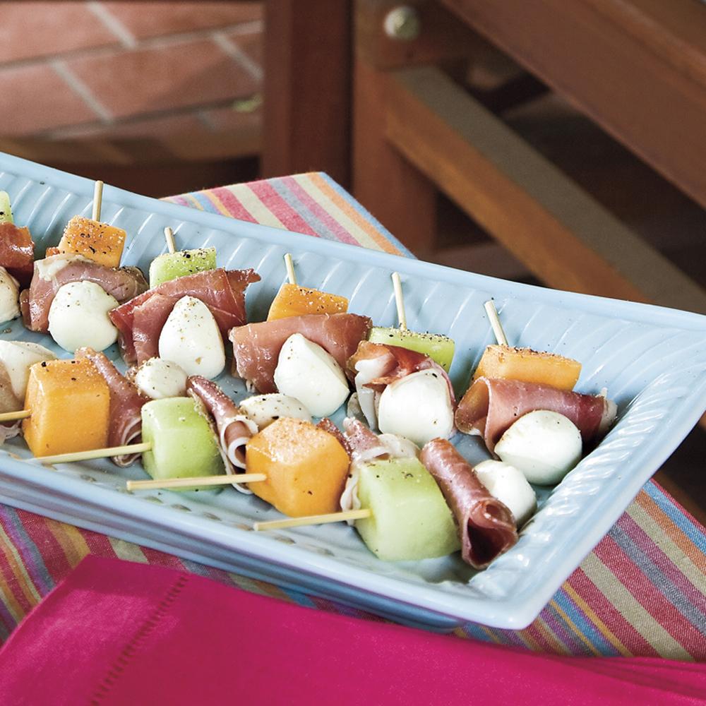 Melon mozzarella and prosciutto skewers recipe myrecipes for Prosciutto canape