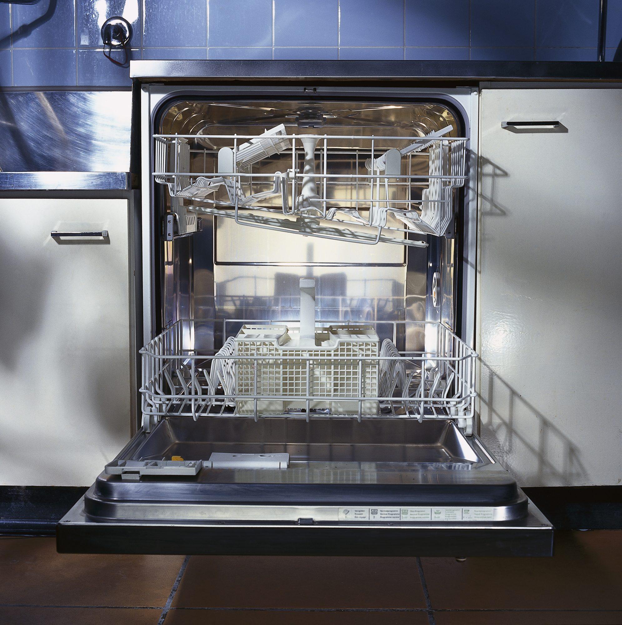 getty dishwasher image