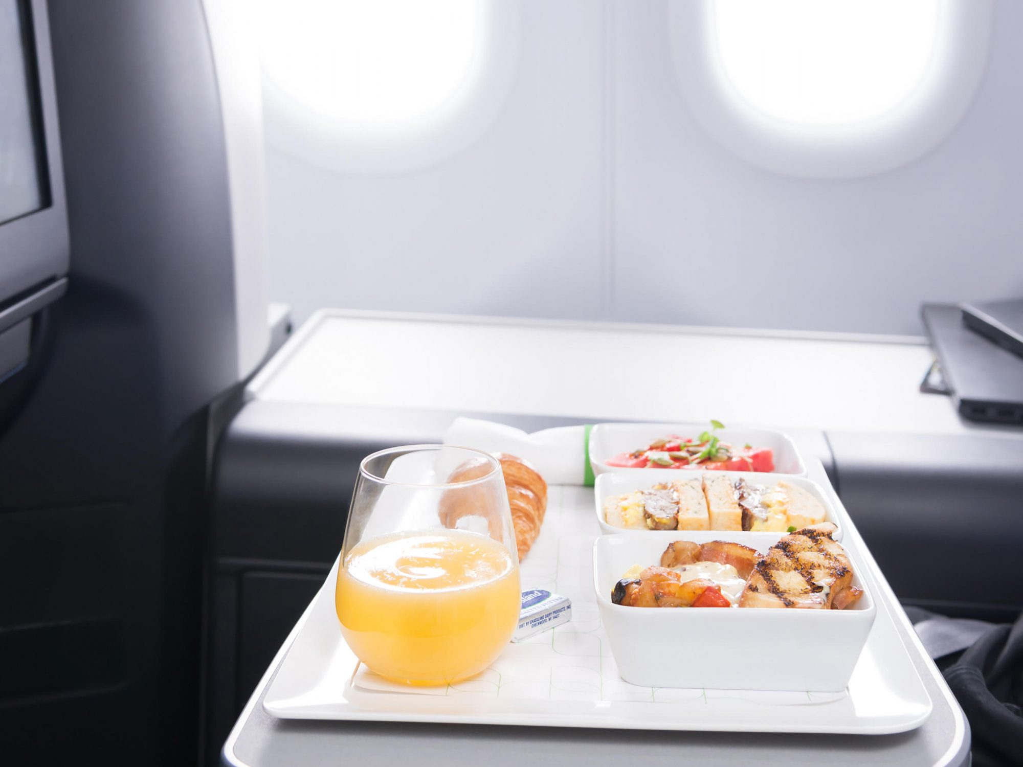 Here's How to Get the Healthiest Airline Meal When Traveling 1808w-Jet-Blue-Mint-Meal