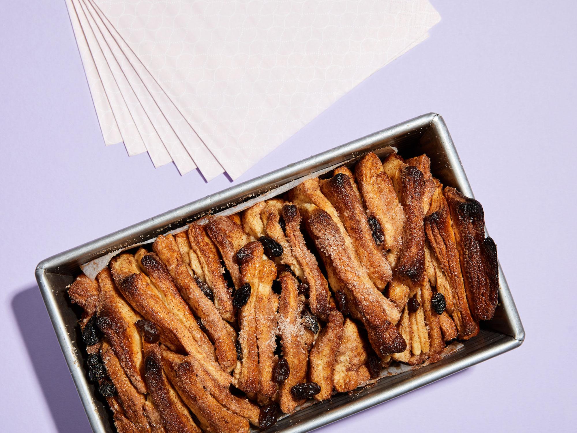 cinnamon-raisin-flake-apart-bread.jpg
