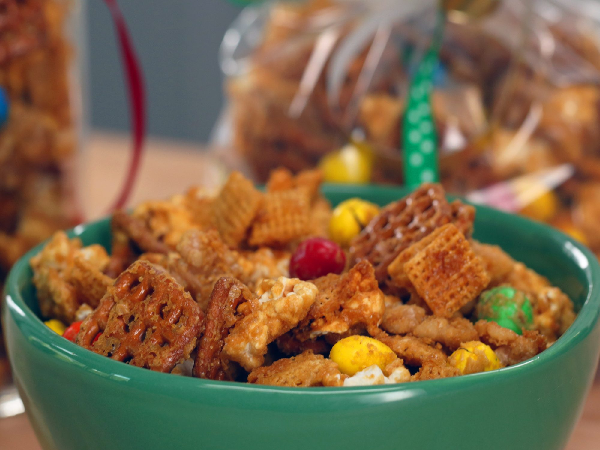 Caramel-Walnut Snack Mix image