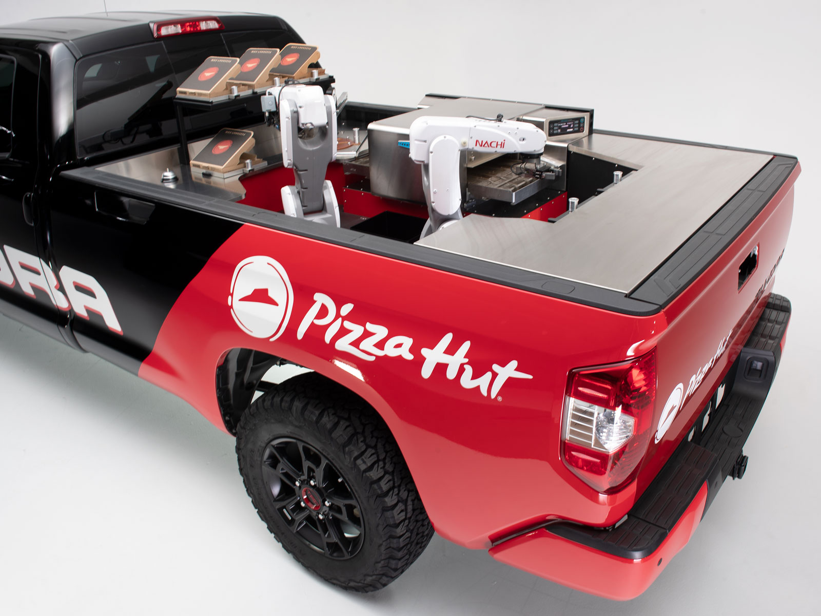 Pizza Hut Put an Automated Pizza Kitchen in the Back of a Pickup Truck