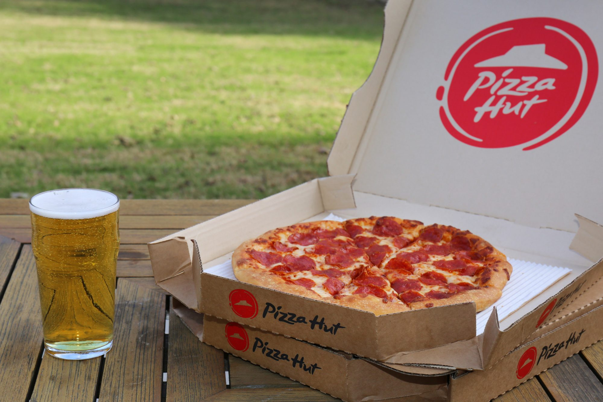 Pizza Hut Is Delivering Beer Just in Time for the Super Bowl