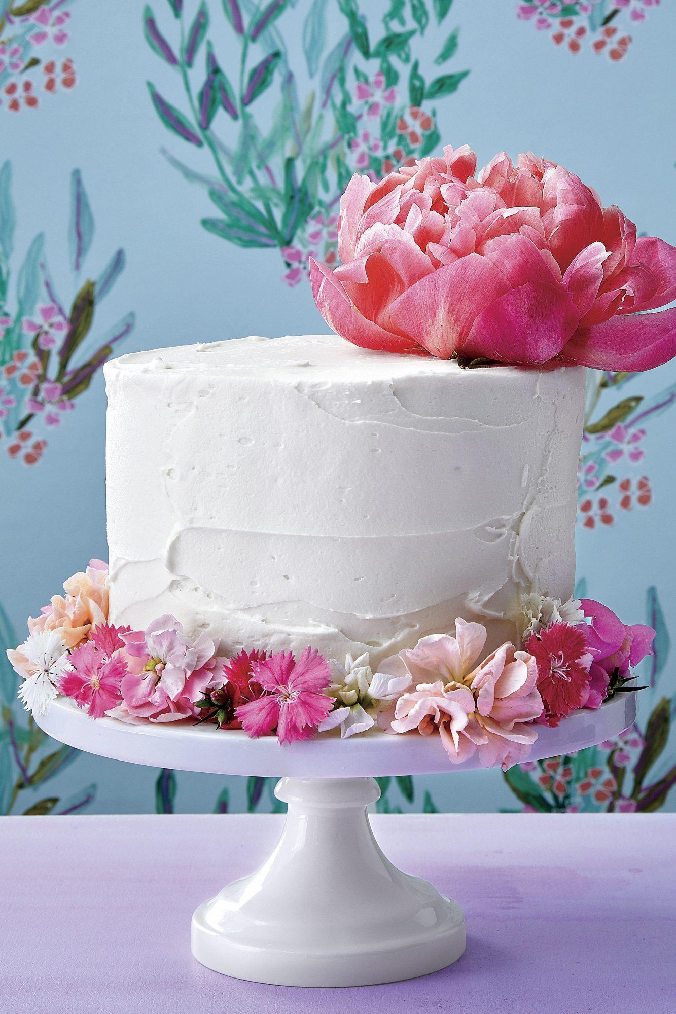 Vanilla Layer Cake with Flower Cuff
