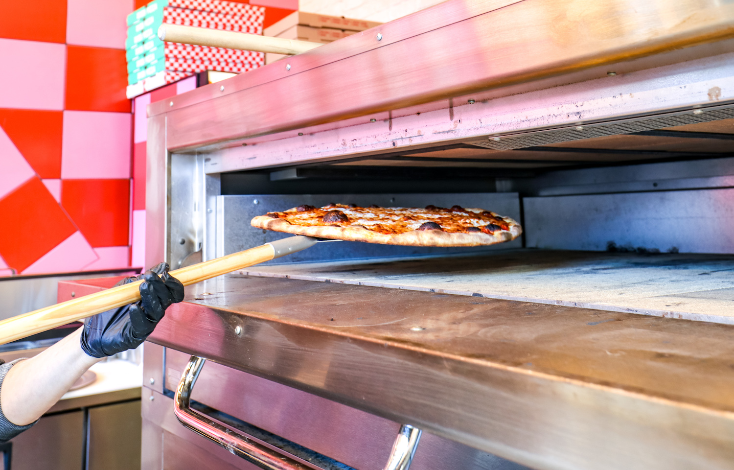 5 Things You Should Never Do With a Slice of Good Pizza