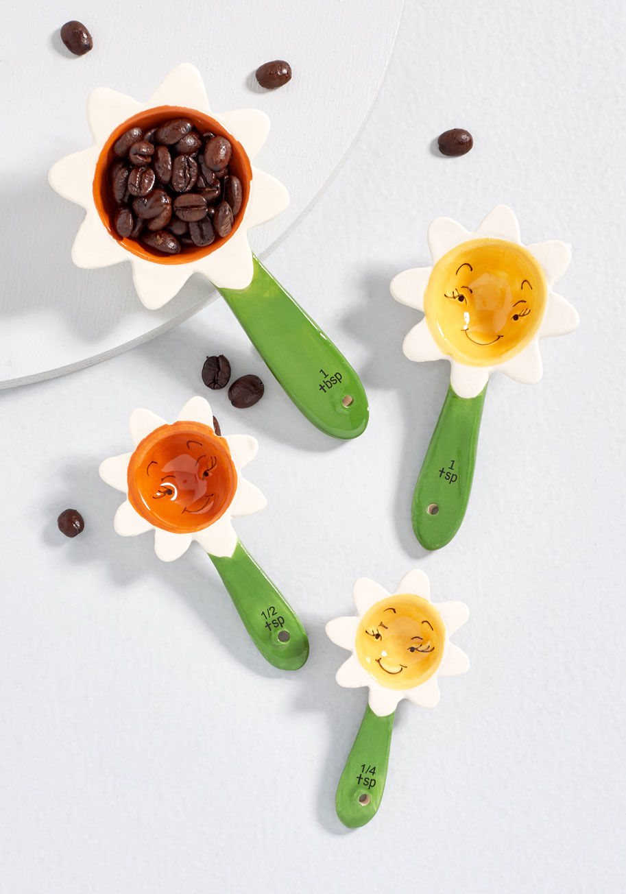 flower and sugar measuring spoons gift guide