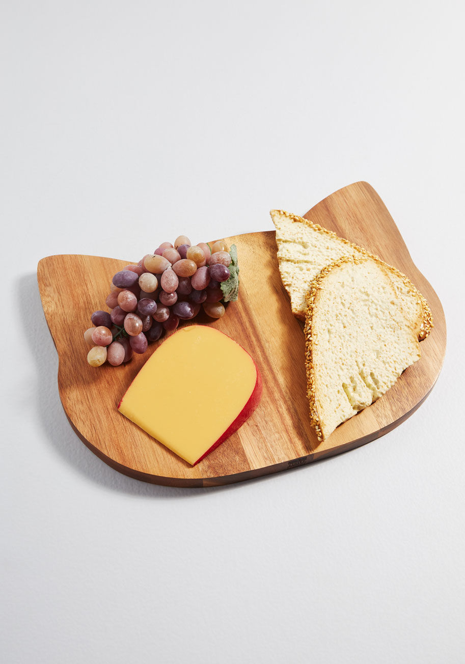 charcuterie_cat_wooden_serving_board gift guide