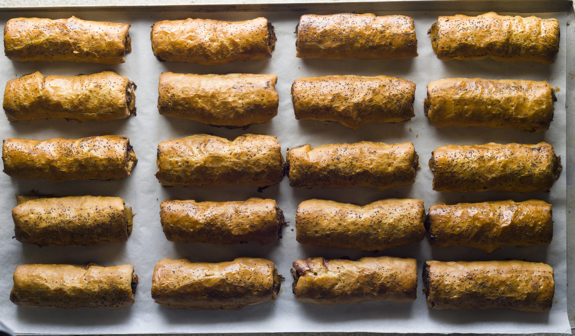 Sausage_roll_bourke_street_bakery.jpg