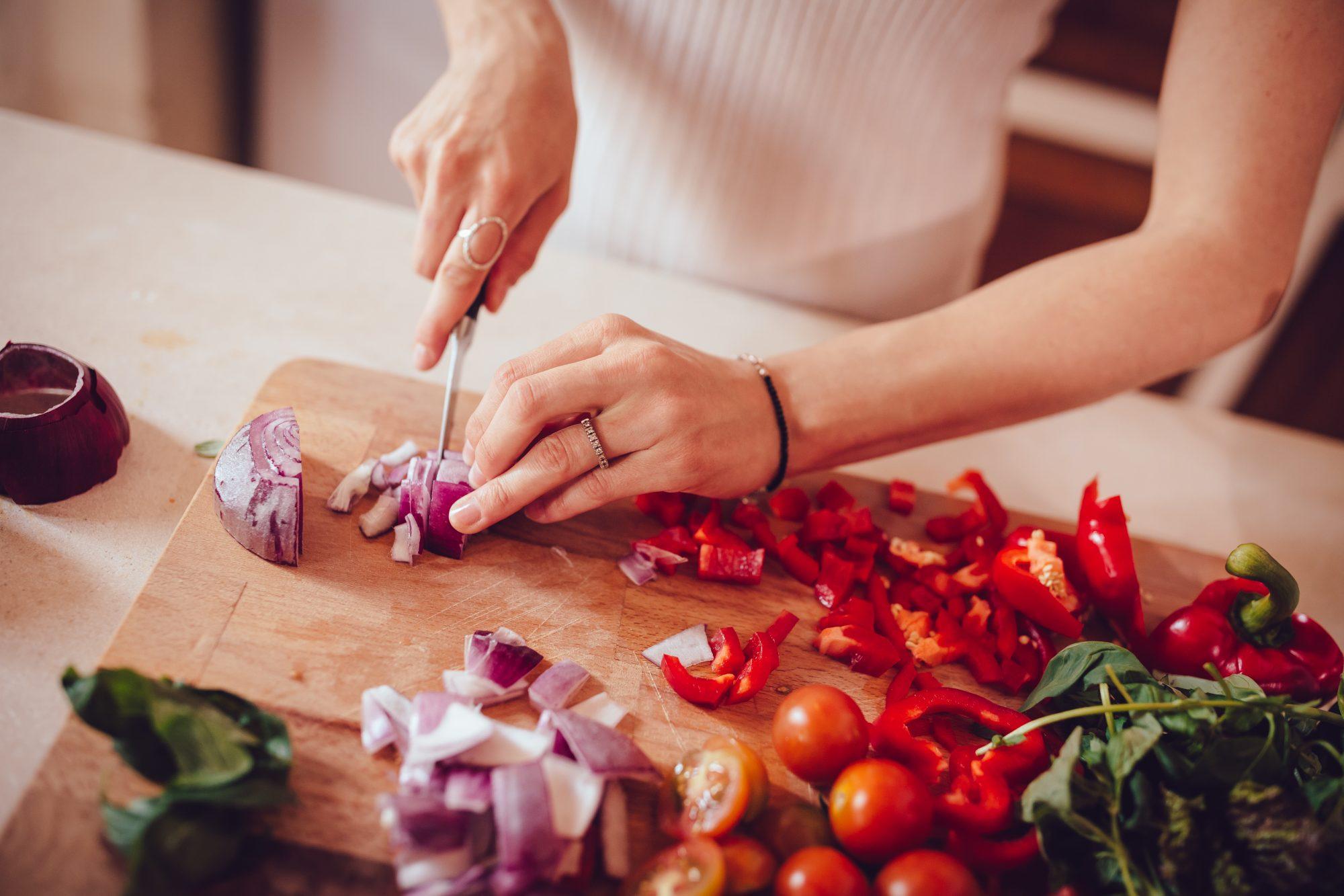 Chopping onions getty 7/10/19