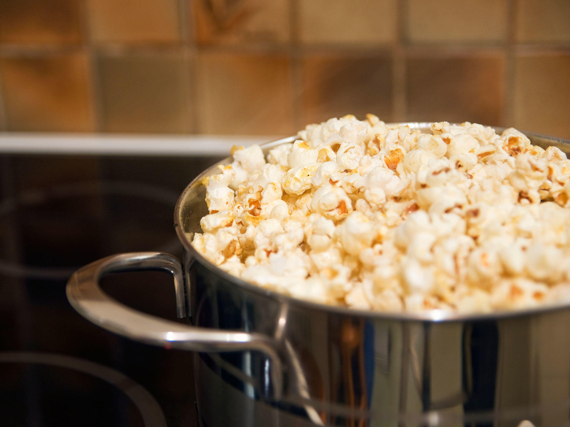 3 Ways to Make Popcorn That Won't Cause Lung Disease 1802wStoveTopPopcorn