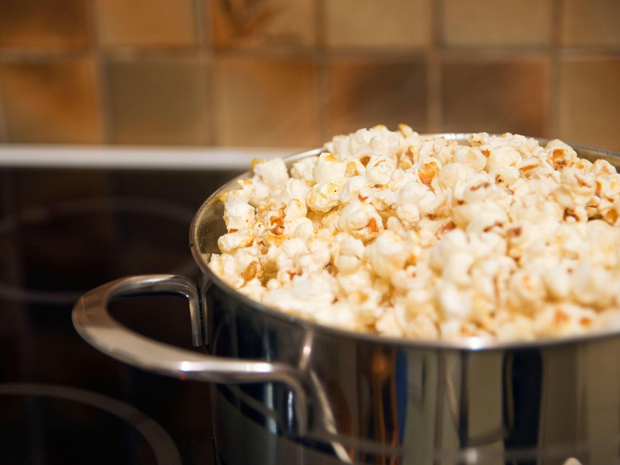 3 Ways to Make Popcorn That Won't Cause Lung Disease 1802wStoveTopPopcorn