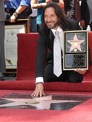 Marco Antonio Solís y su estrella en Hollywood