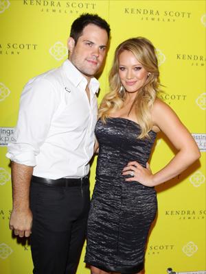 Hilary Duff y su esposo Mike Comrie