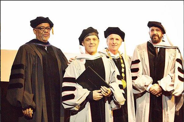 Alejandro Sanz recibe doctorado Honoris Causa de Berklee College