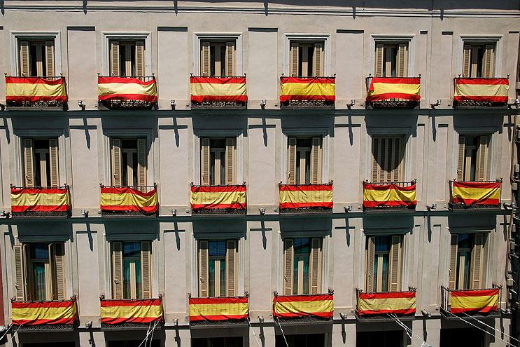 Banderas para proclamación de Felipe VI