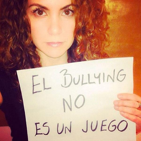 Lucero, bullying