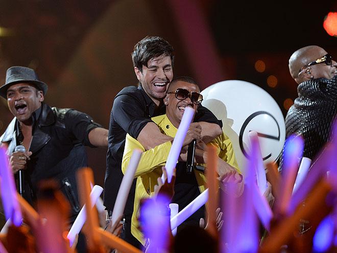 Enrique Iglesias, Descemer Bueno, Gente de Zona, Premios Juventud