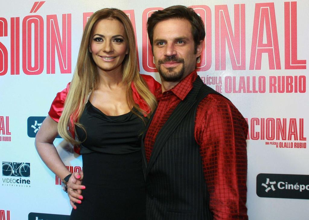 Cecilia Galliano y Mark Tacher