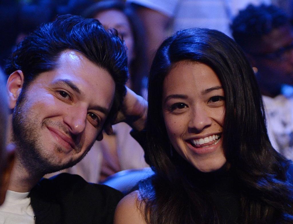 Ben Schwartz y Gina Rodriguez