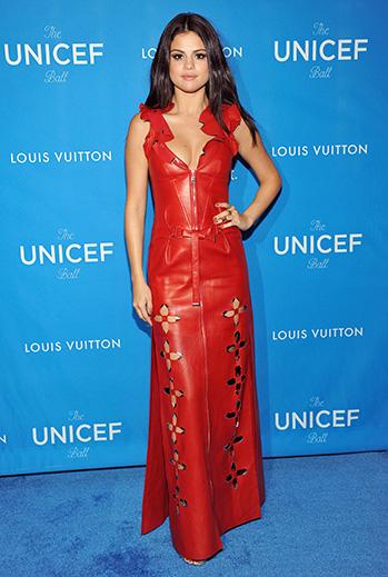 Selena Gómez, vestidos rojos