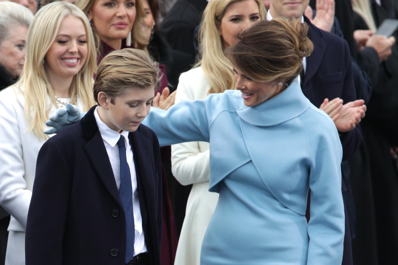 Melania Trump con su hijo Barron Trump