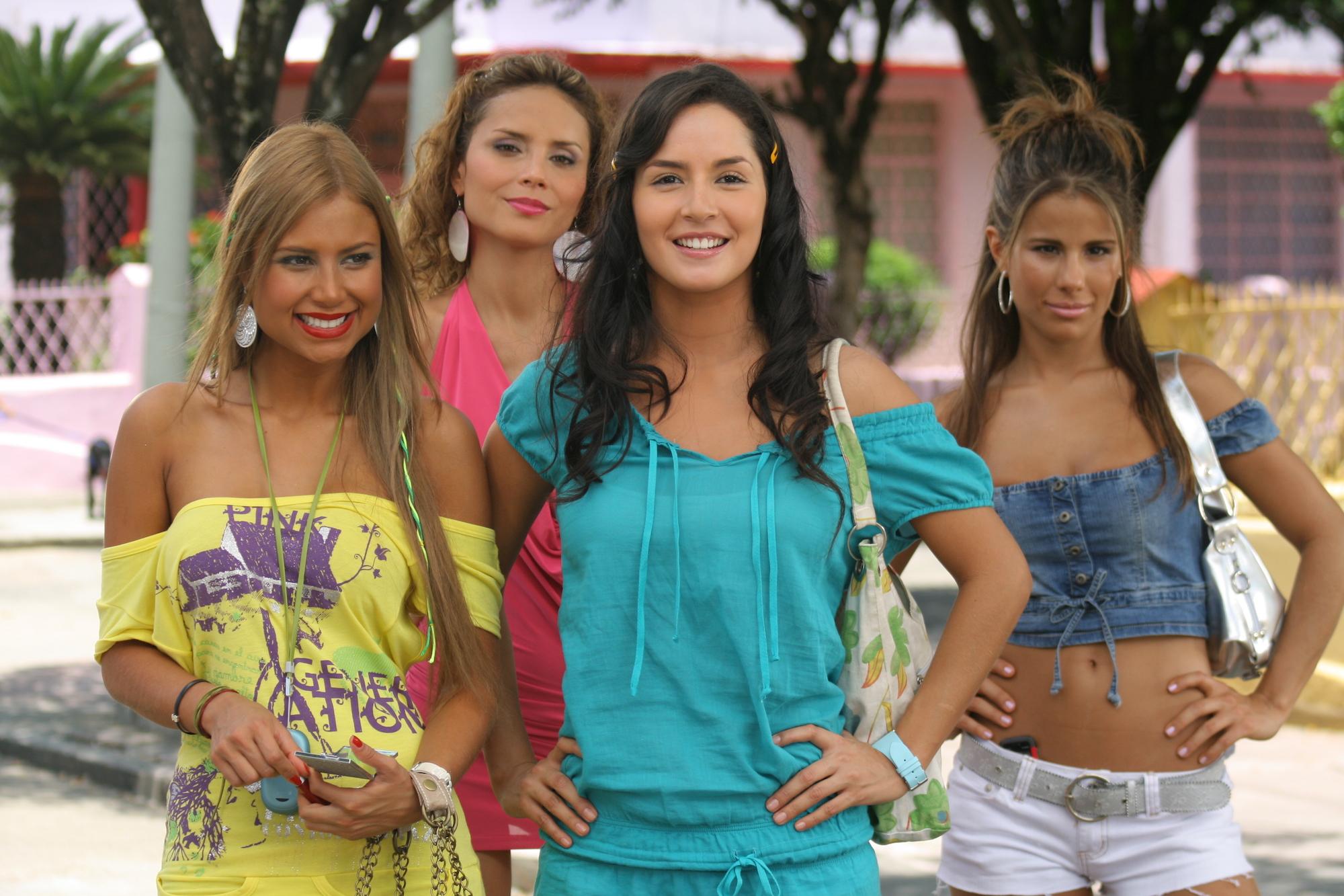 Camila Sodi Tetas sin senos s� hay para�so | people en espa�ol