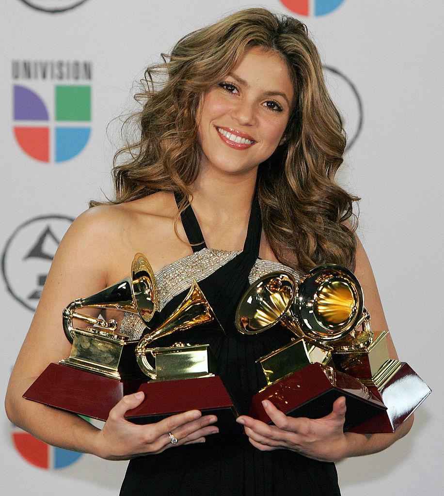 Shakira holds her four Grammy Awards dur