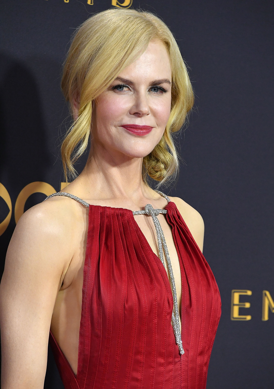 Emmy. alfombra roja, belleza