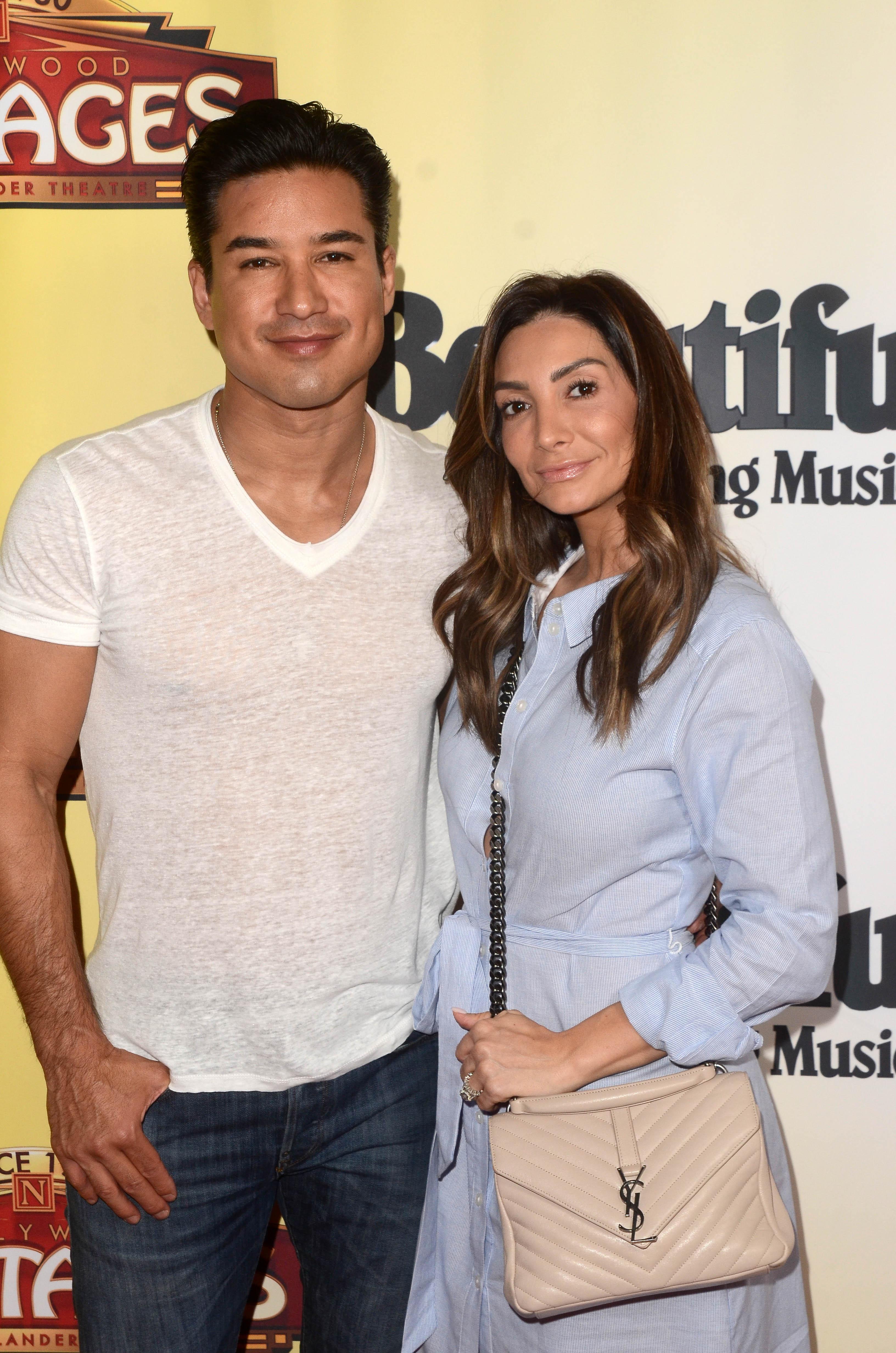Mario López y Courtney Mazza