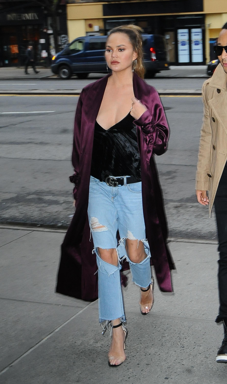 sandalias transparentes, Kardashian, estilo