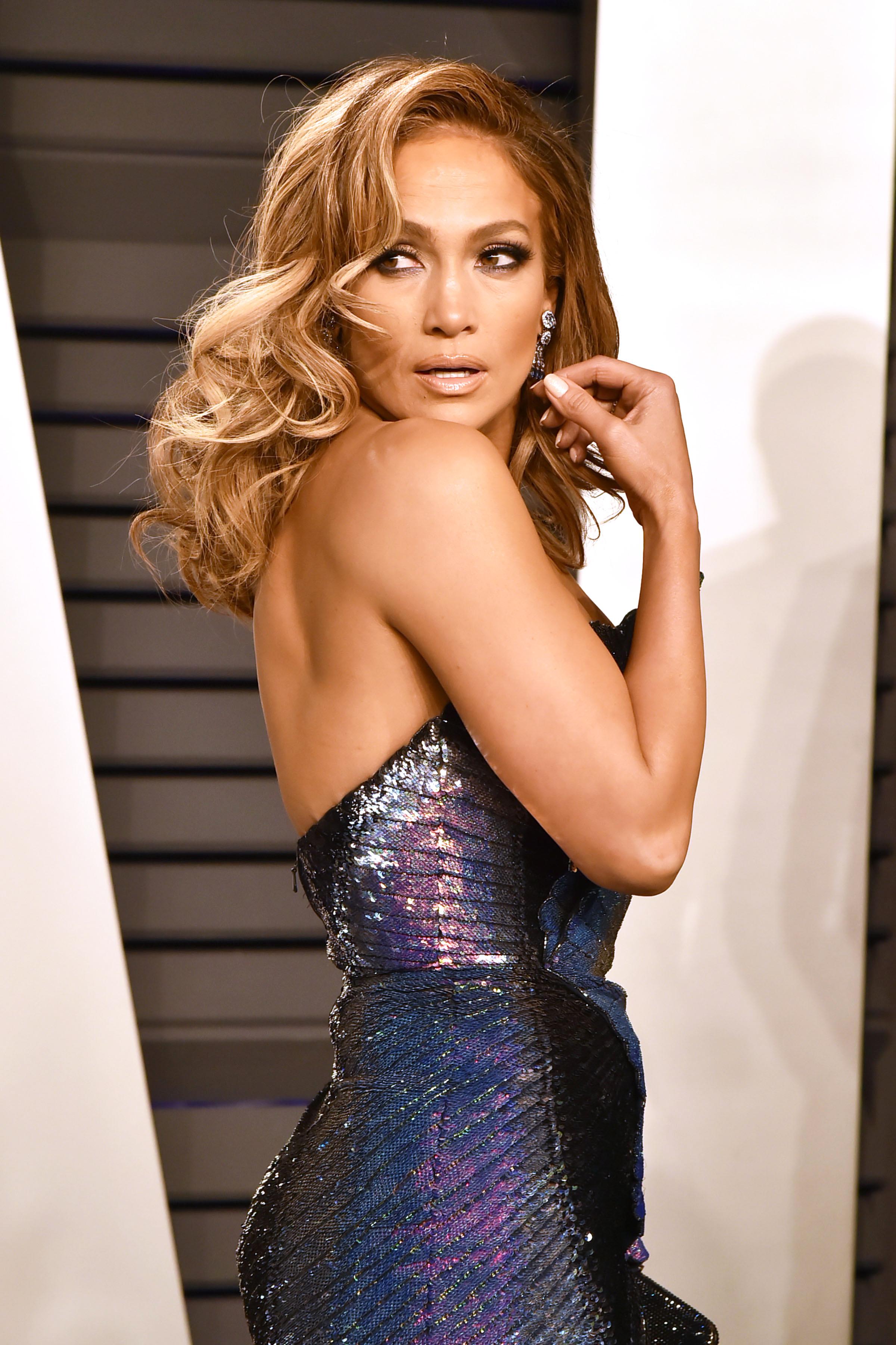 Jennifer Lopez - Poderosas - April 2019