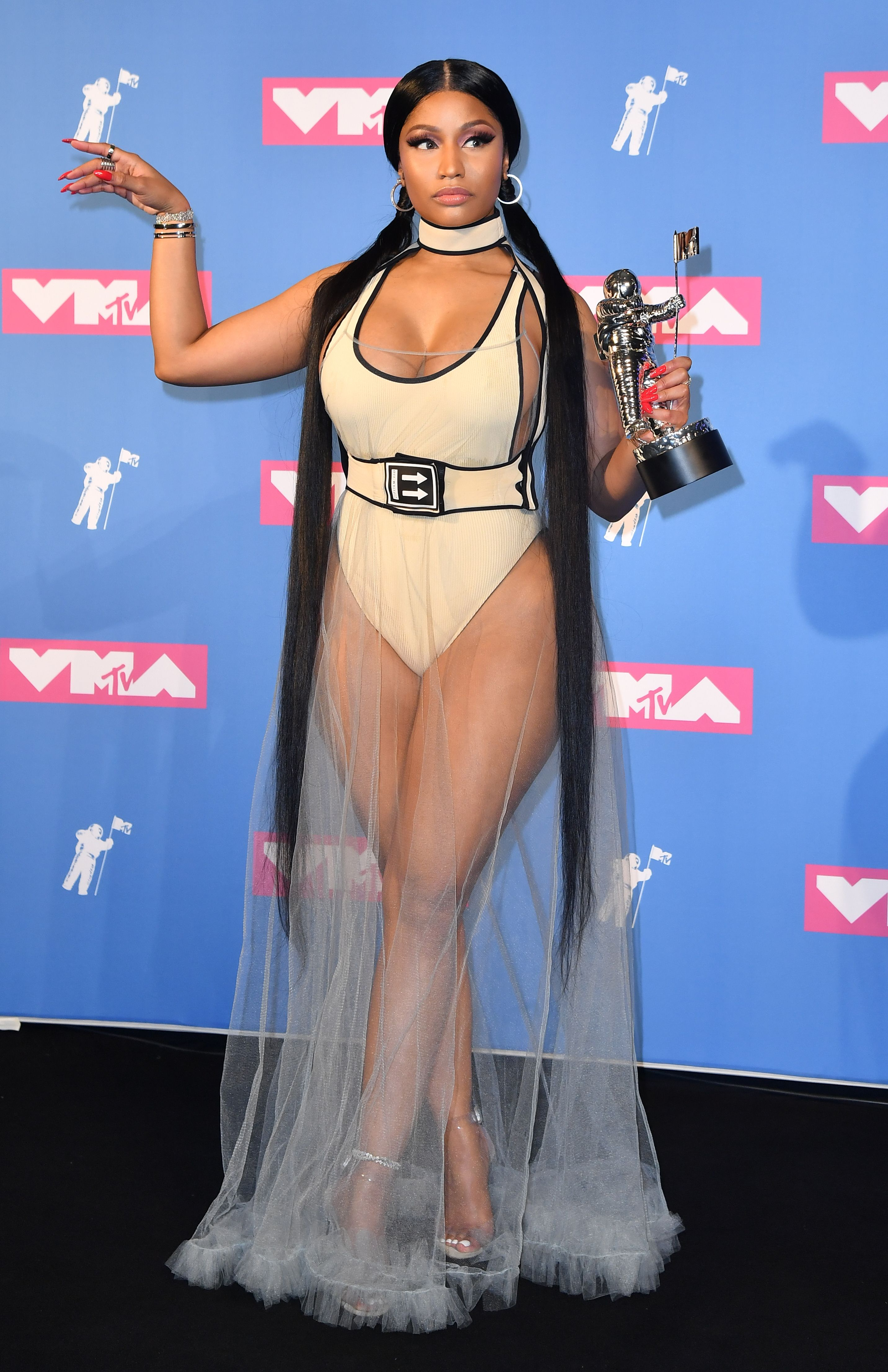 Nicki Minaj, cintura, cuerpo