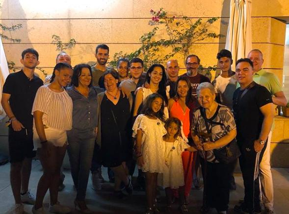 Toni Costa y familia