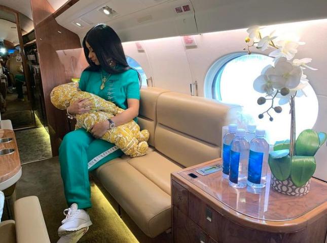 Famosos en avion privado16
