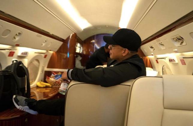 Famosos en avion privado2